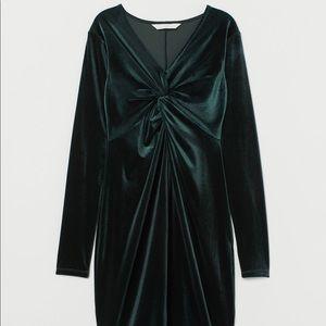 H&M Velvet Evergreen Long Sleeve Midi Dress